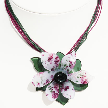 Pretty Floral Pendant-Necklace 1533
